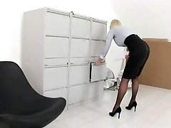 Prostitute-Secretary, Casting