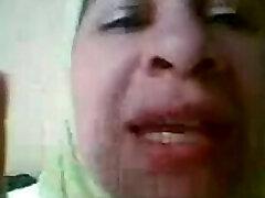Mature arab super-bitch teasing adventure bea