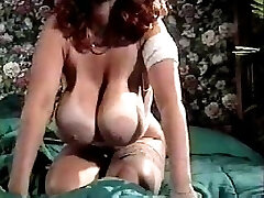 Classical giant boobs (Camaster)