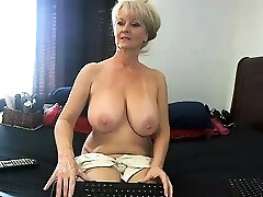 first-timer meganrosex masturbating on live webcam