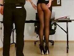 Sekretär sukkpüksid kokku puutuda.