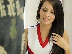 Yankee uber-cute cheerleader