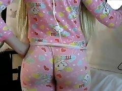 Ash-blonde PAWG big butt ass in taut leggins