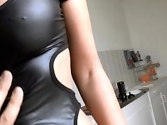 German babe fucked in taut latex