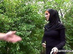 Cab driver fucks cheeky muslim girl