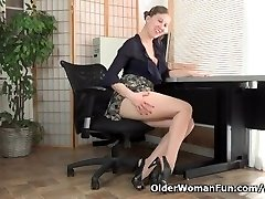 American milf Valentine can't control her hairy puss