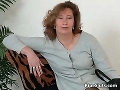 Mature mega-bitch in stockings use big dildo part3