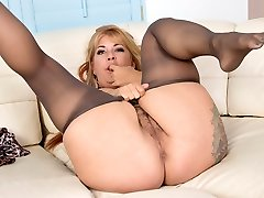 Hairy milf Joclyn Stone gets turned on in tights