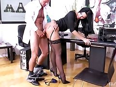 Bitchy secretary Kira Princess shows her skills to perverted boss