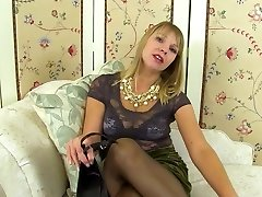 Real mature mummy with sexy natural body