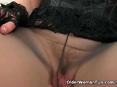 Scottish cougar Toni Lace will tell you how to fap it