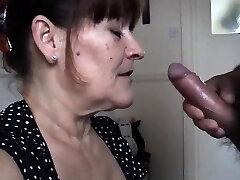 Mature wife takes a huge fellatio cream pied