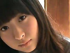 18 वर्ष पुराने एशियाई लड़की सफेद जाँघिया में