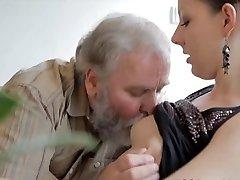 Teen jebanje s starca, dok je njen dečko sat