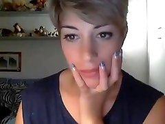 Very beautiful short hair girl Web Cam