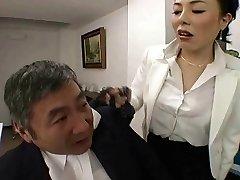 जापानी बॉस उसके कर्मचारी पर एक RTS
