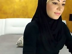 Killer Arabic Beauty Cums on Camera