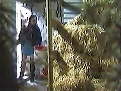 Gal hidden Masturbating In A Barn