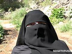 Jism on her niqab