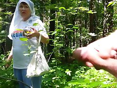 अच्छा दादी जंगल में