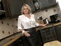 Super mother with saggy titties and big vag