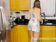 Stiefmutter MILF in Satin Nighty Ficken