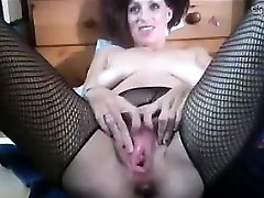 Mega-bitch Fisting Her Own Pussy And Splattering