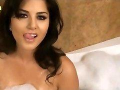 Sunny Leone XXX Porn Hd Sex Video Sunny leone wet big milk cans www.xjona.com