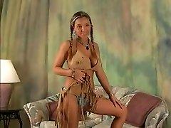 BIG tits pusaudžu meitene valkā Indijas apģērbs