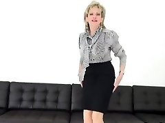 Unfaithful english milf chick sonia exposes her large puppies