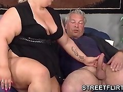 Real big fat BBW gibt einige schlampig blowjob