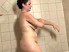 chubby mature with monstrous lips takes a bath