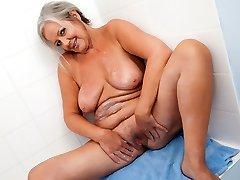 Bathtime Play with April Thomas