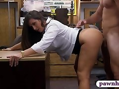 Good-sized butt amateur brunette babe pawns her puss and railed
