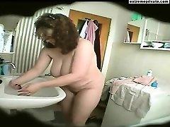 Bathroom spy footage PLUMPER Mother Natasja