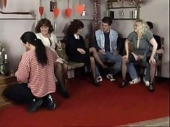 Geile Paare haben heiße Orgie auf einer party