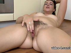 Jessica Biel in Masturbation Vid - AtkHairy