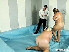 Nude oil wrestling match inbetween SBBWs Monika and Jitka