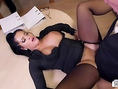 Bums Buero - Busty German assistant ravages at her office