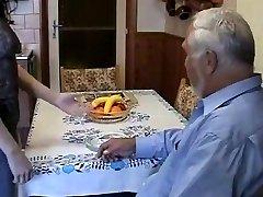 아주 오래된 뚱뚱한 여자를 사용 젊은 메이 매우드