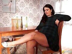 BBW mature Anna Lynn flashing her cooter upskirt