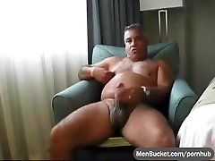 Mature and tanned real daddy tugging his wang on web camera