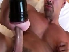 Muscular straight stud grizzly solo fun