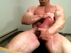 MuscleMaster Tom Lord Pumps his Heavy Cock at JockMenLive