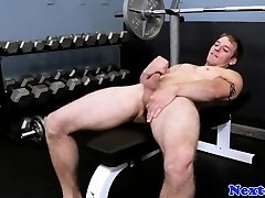 Athletic muscle stud wanking in the gym