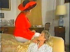 Retro Mature French Mommy enjoys fisting