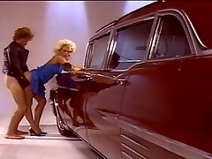 Blonde chick pulverizing good by the van