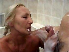 Super-cute WOMEN IN THE BATH 3