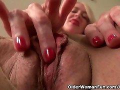 アメリカmilfエヴァグリフィンの指で彼女のnyloned湿潤滑