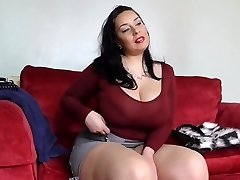Big sex bomb mother with unshaved British muff